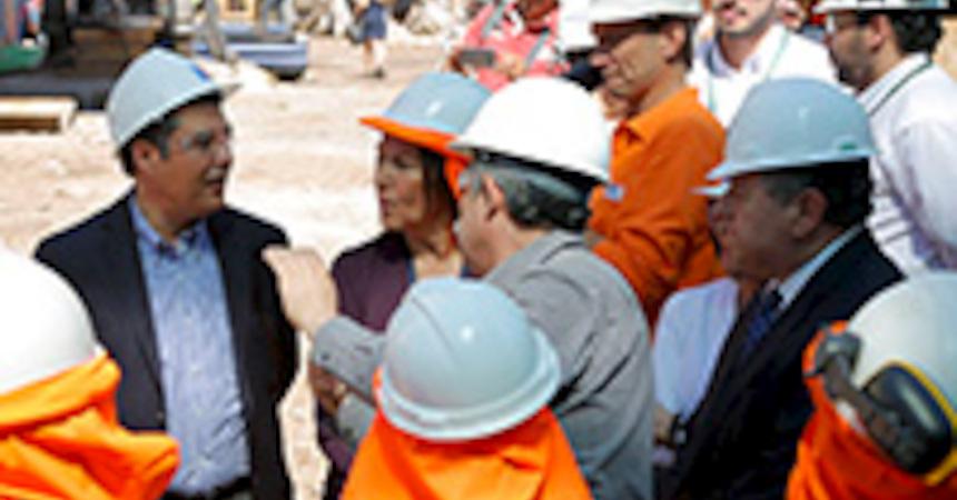 e962b648ae ... en pleno centro de Santiago, las principales autoridades vinculadas a  la seguridad y salud laboral hicieron un llamado a la prevención frente a  ...