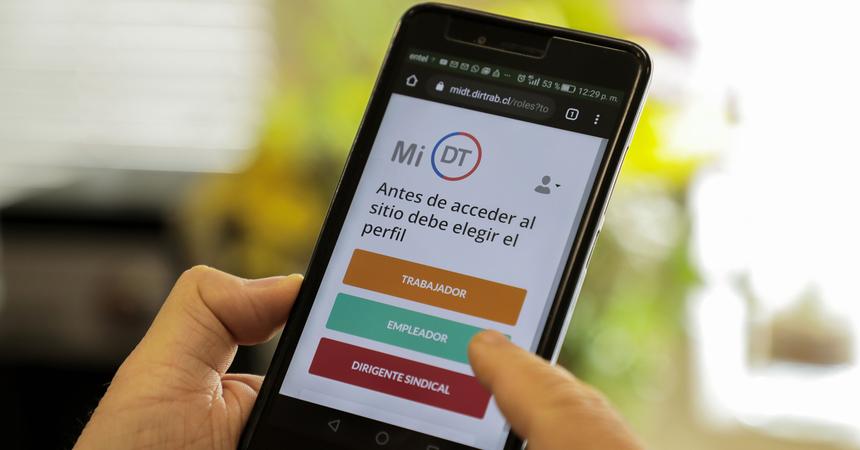 Certificado de Antecedentes Laborales y Previsionales ahora puede obtenerse desde un teléfono móvil